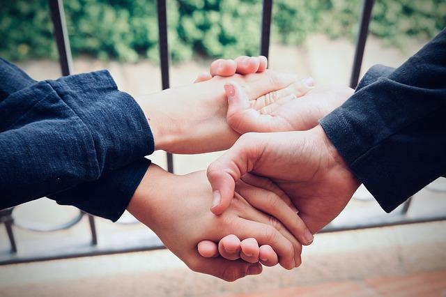 Altruismus – Ist Geben wirklich seliger denn Nehmen?